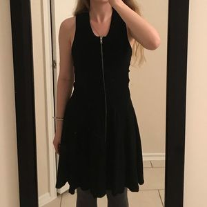 Zip front black dress 🖤 XS